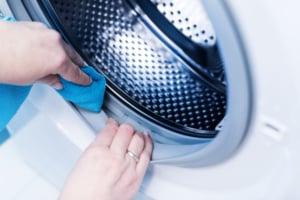 Waschmaschine-reinigen-Ablagerungen-shutter