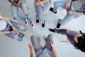 Spielsucht-Gruppen-Therapie-Selbsthilfegruppe-shutter